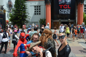 character-crowd-at-chinese-theater