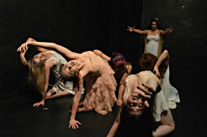 Standing - Alariza Nevarez / On the ground - Caitlin Fowler, Sasha Snow, Kat Nelson-Bergfeld, Cheryl Doyle