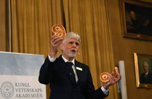 Nobel Prize in Physics Awarded to David Thouless, Duncan Haldane and Michael Kosterlitz - WSJ